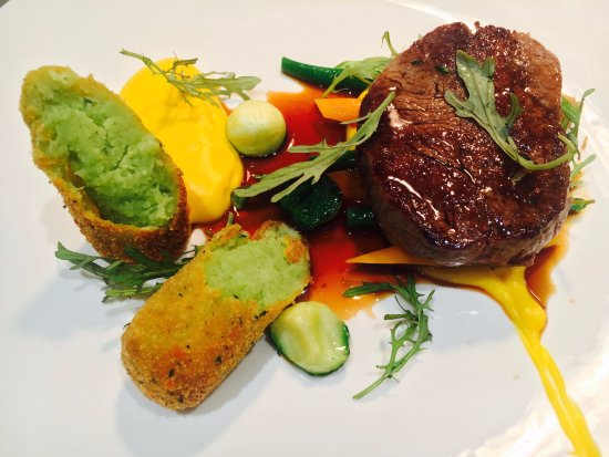 DeBretts Kitchen: pan fried beef fillet, butternut puree, baby carrot, courgette, french beans, herb croquette, ju
