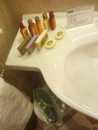 Hotel Continental Genova: Además de lo que se ofrece en general, hay objetos de baño que pueden pedirse en recepción