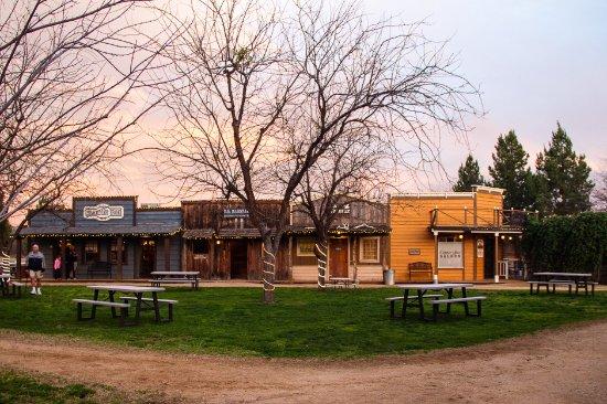 Cottonwood, AZ: Dusk settles over the town
