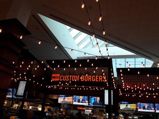 Ηστ Έλμχερστ, Νέα Υόρκη: Custom Burger at LaGuardia Airport NY (Terminal C)