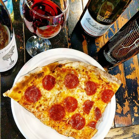 Pikeville, KY: Have a glass of wine with your slice!