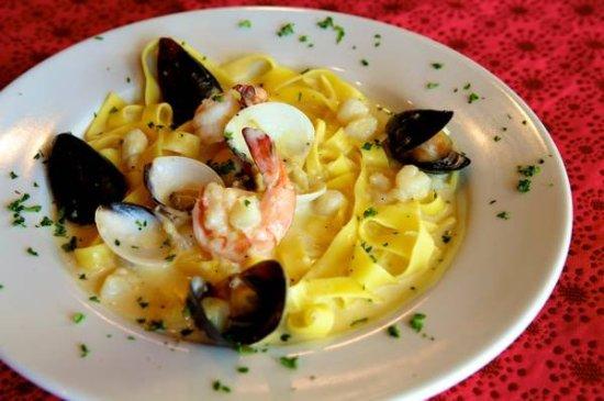 Edmond, OK: Seafood Fettuchini