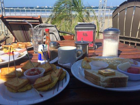 Henry's Iguana Beach Bar & Restaurant: photo1.jpg