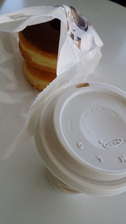 Christy Donuts: 도넛 2가지와 모카 커피