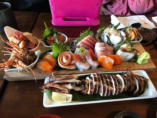 ซานมาเทโอ, แคลิฟอร์เนีย: Nice sushi place on west 25th ave, San Mateo.  Huge menu and great selection of sake.  The food