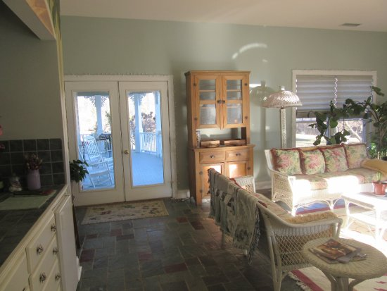 Oxford, OH: WGI Rear Sunroom with Access to Rear Porch