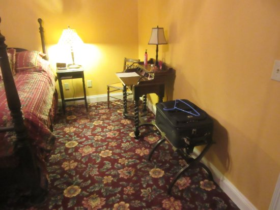 Oxford, OH: WGI Autumn Rose Room Writing Desk & Chair and Luggage Stand