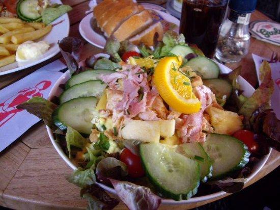 Hengelo, Países Bajos: Bacon and salad