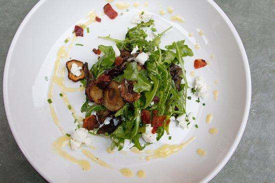 Liv's Oyster Bar & Restaurant: Mushroom Salad