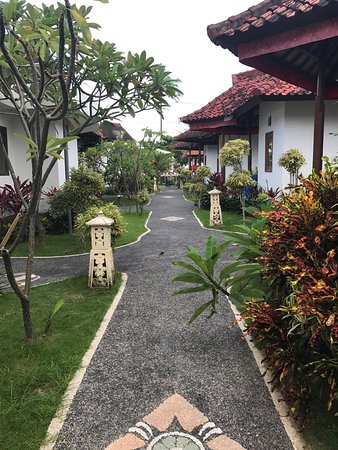Nusa Indah Bungalows Surfer Beach Cafe