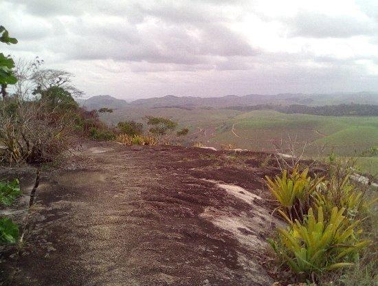 Cabo de Santo Agostinho, PE: O caminho na Perda da Pimenta. Muito vento. Vista de canaviais.