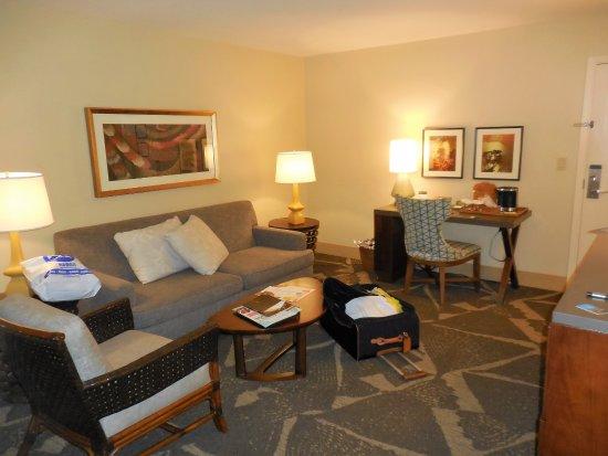 Hilton Hawaiian Village Rooms Suites Photo Gallery: Original Living Room In Diamond Head Tower Suite With No