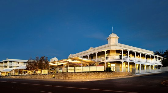 East Fremantle, Australia: Front View of Tradewinds Hotel