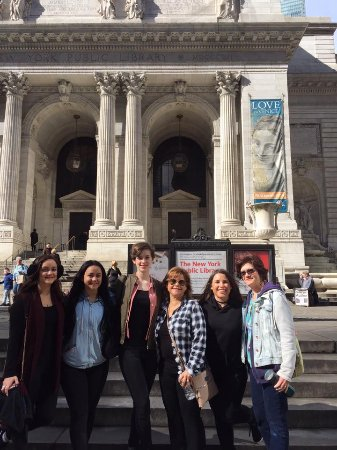 CityRover Walks NY : Max took a picture of our group at New York Public Library