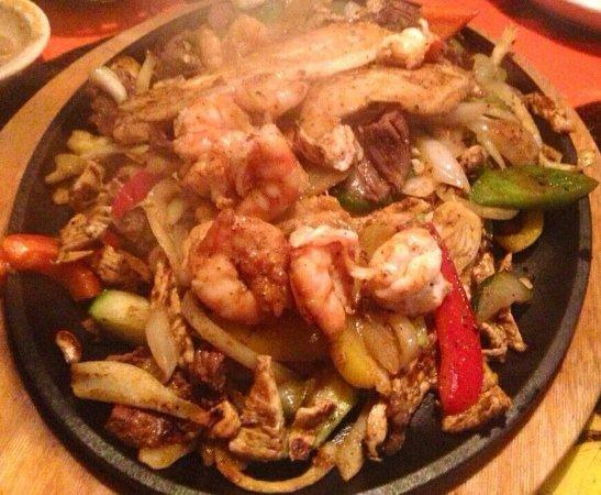 เล็กซิงตัน, เซาท์แคโรไลนา: shrimp steak chicken fajitas - so good!