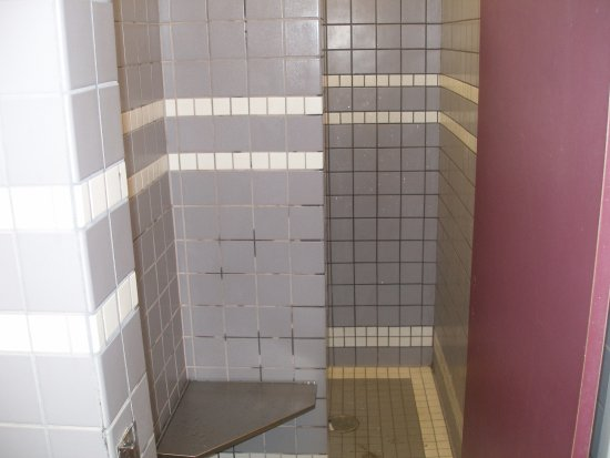 Beachside State Park: Shower stall in women's bathroom.