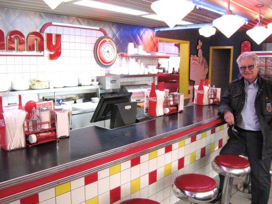 Restaurant Chez Johnny : Visite de Gilles Proulx printemps 2014.