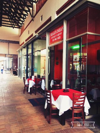 Centurion, Sydafrika: In Grey Owl Shopping Centre, behind Ocean Basket.