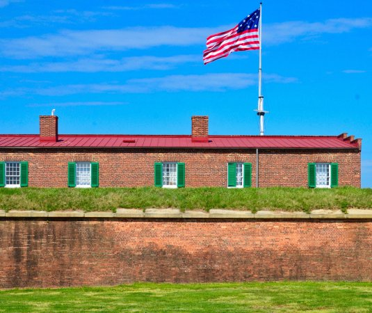 Fort McHenry National Monument: Oh, say does that star spangled banner yet wave