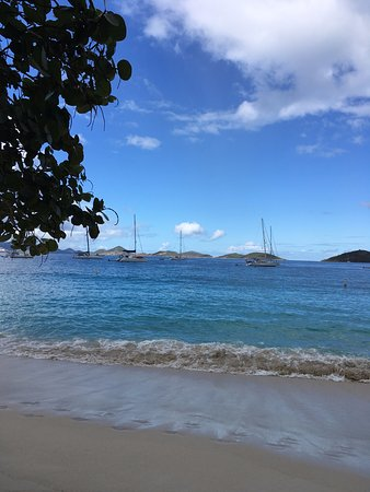 Caneel Bay, เซนต์จอห์น: Honeymoon Beach; boats at anchor offshore.