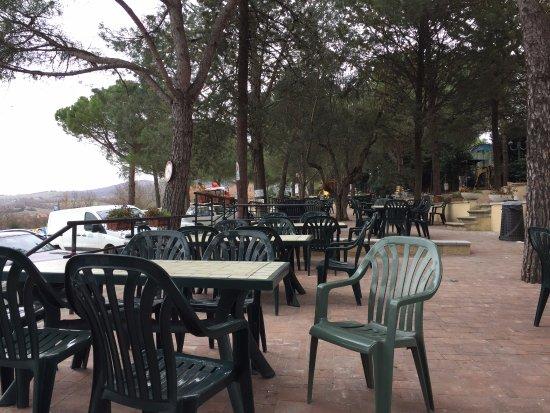 Torricella di Magione, Italy: Zona esterna per il periodo estivo