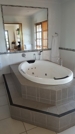 Keilor, Austrália: Spa bath in main bathroom