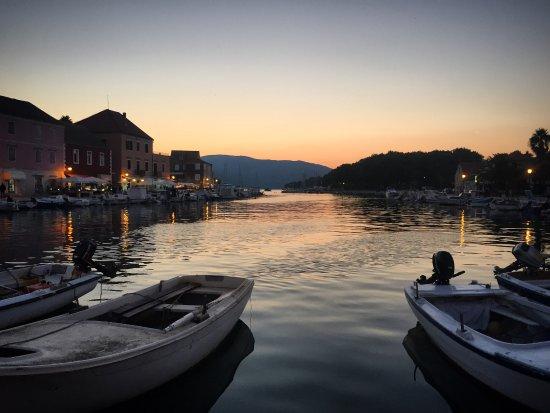 Stari Grad, โครเอเชีย: The port at sunset