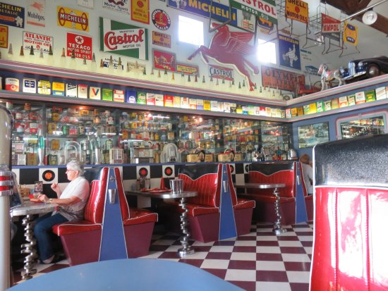 Deloraine, Australia: Inside the diner.