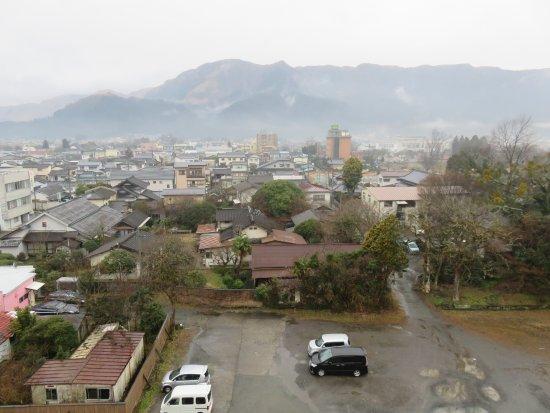 Aso Hotel Nibankan : 部屋から外輪山を見る