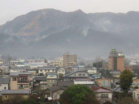 Aso Hotel Nibankan : 外輪山をズームアップ