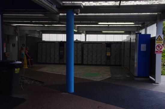 Waiwera, นิวซีแลนด์: The Lockers