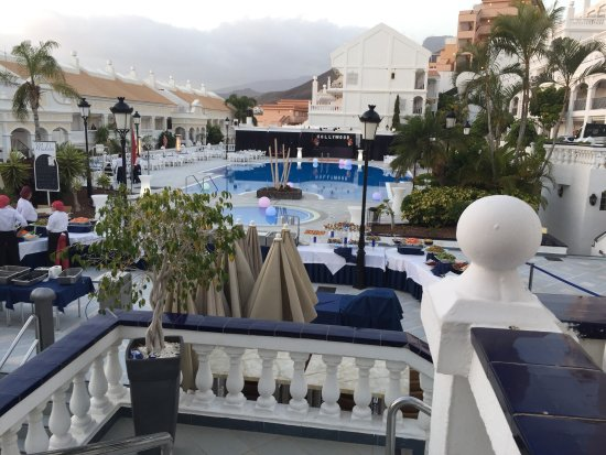 Hollywood Mirage Tenerife: Carnival night! Fantastic evening! Wonderful family atmosphere, great stay. Our 3rd time here, W
