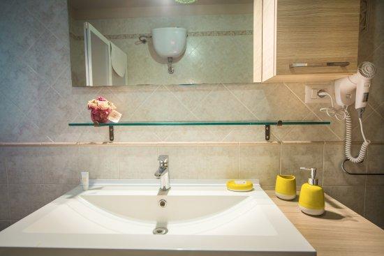 bagno privato camera botero - Picture of Strada 204, Monteroni di ...