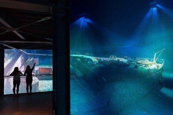 Blick auf des WRACK der RMS TITANIC im 360°- Panoramas des Panometer Leipzig