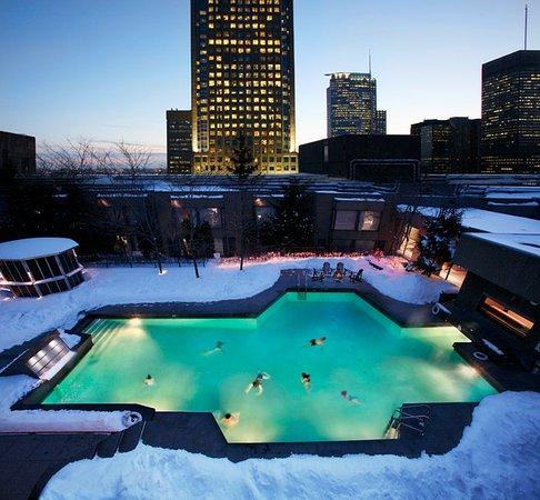 Hotel Bonaventure Montreal: Year-round rooftop heated swimming pool.