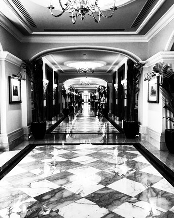 The Imperial Hotel: The magnificent Imperial Hotels main 100m hallway!
