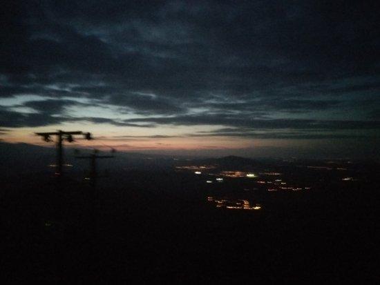 Larnaka District, Cypr: Вид с высоты 800м поздно вечером на Ларнаку
