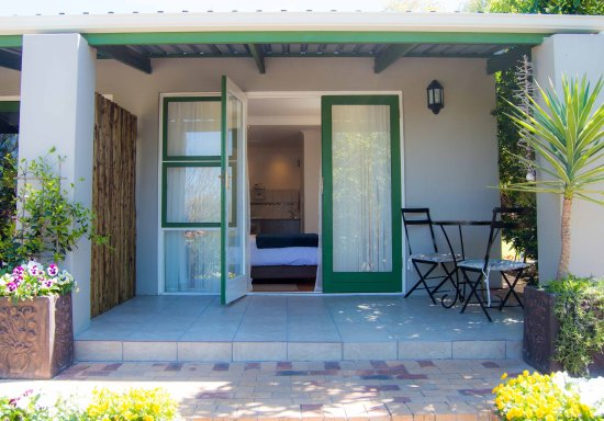 Durbanville, Южная Африка: Studio 1: Private entrance from patio into unit.