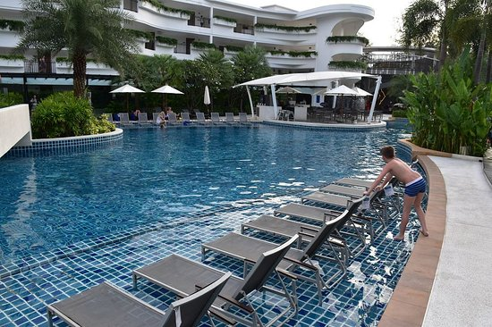 Großer Pool großer pool bild novotel phuket karon resort spa