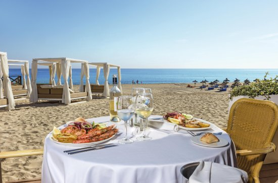 Cala Mesquida, Spain: During the day Mirablau Restaurant offers the best food right by the beach.