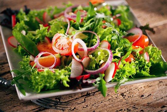 Metzingen, Germany: Es gibt Salate