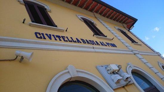 Badia Al Pino Stazione (Bahnhof)
