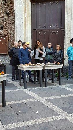 """Misterbianco, Itália: presentazione piatti e intervista con l'emittente Antenna Sicilia , trasmissione """" Le strade del"""