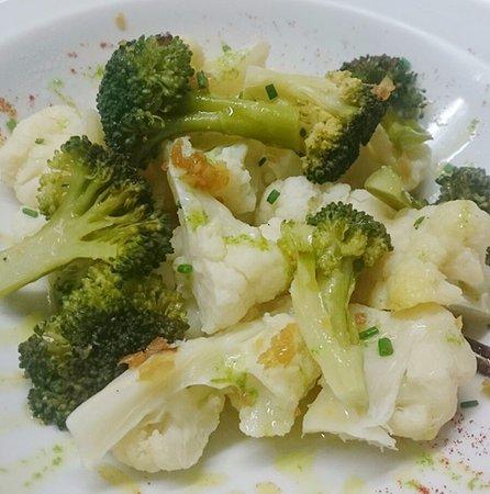 Leioa, España: Brócoli y coliflor con refrito.