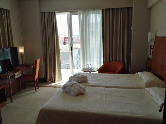 Reina Isabel Hotel: letti grandi e comodi