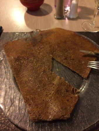 Saintes, France: La galette nature beurre salé à 3 euros en cours de dégustation.