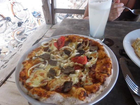 Coral Beach 1: pizza miam miam