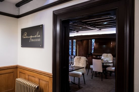 Horsham, UK: Entrance to the Brasserie