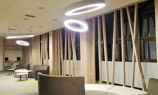 Hotel Livada Prestige: Aufenthaltsraum - Übergang zu Hotel Ajda