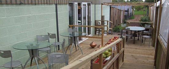 Ledbury, UK: deck diinning